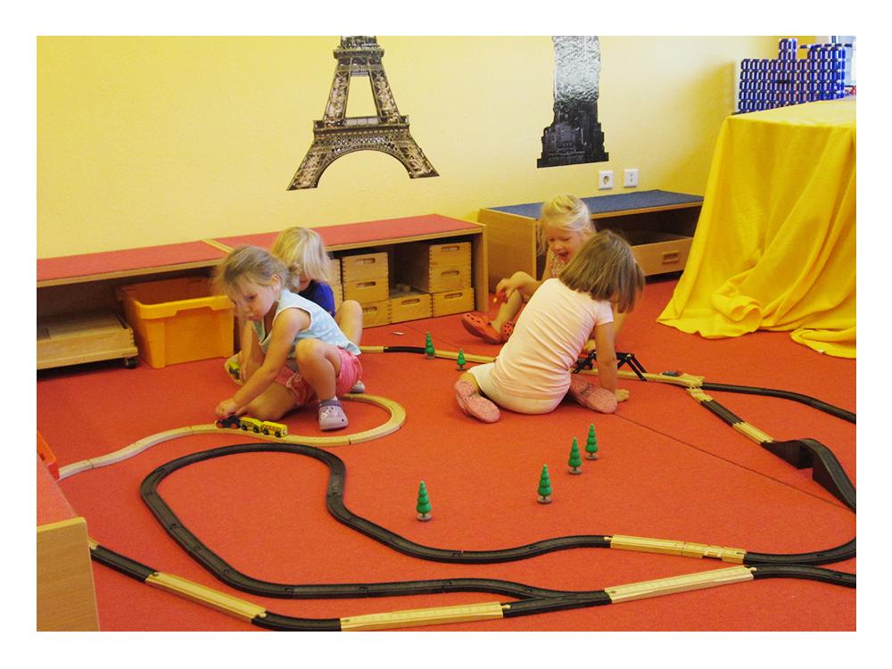Holzeisenbahn - eine von vielen Spielmöglichkeiten für die Kleinen